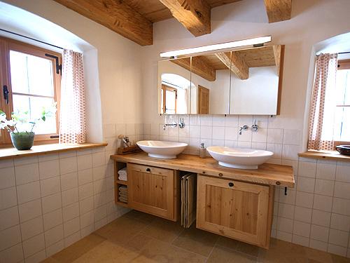 Altholzmöbel badezimmer  Altholz Bäder, Altholz Bad und Badmöbel als Wellnessoase in warmen ...