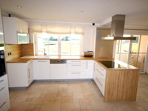 Moderne Küchen für den gehobenen Anspruch mit eigener ... | {Moderne küchen altholz 56}
