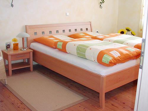 Ihre Schlafzimmereinrichtung aus Echtholz- Qualität aus Oberbayern ...