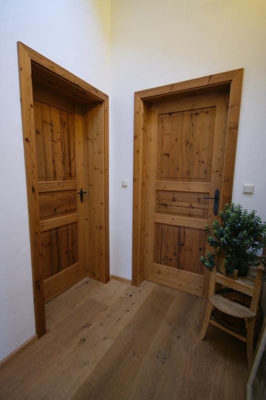 individuelle haust ren oder zimmert ren aus echtholz. Black Bedroom Furniture Sets. Home Design Ideas